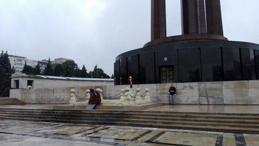 Parcul Carol, Mausoleul eroilor. Gigantii Stork si Paciurea. Obiective turistice Bucuresti, Muzeul tehnicii Dimitrie Leonida, Romania