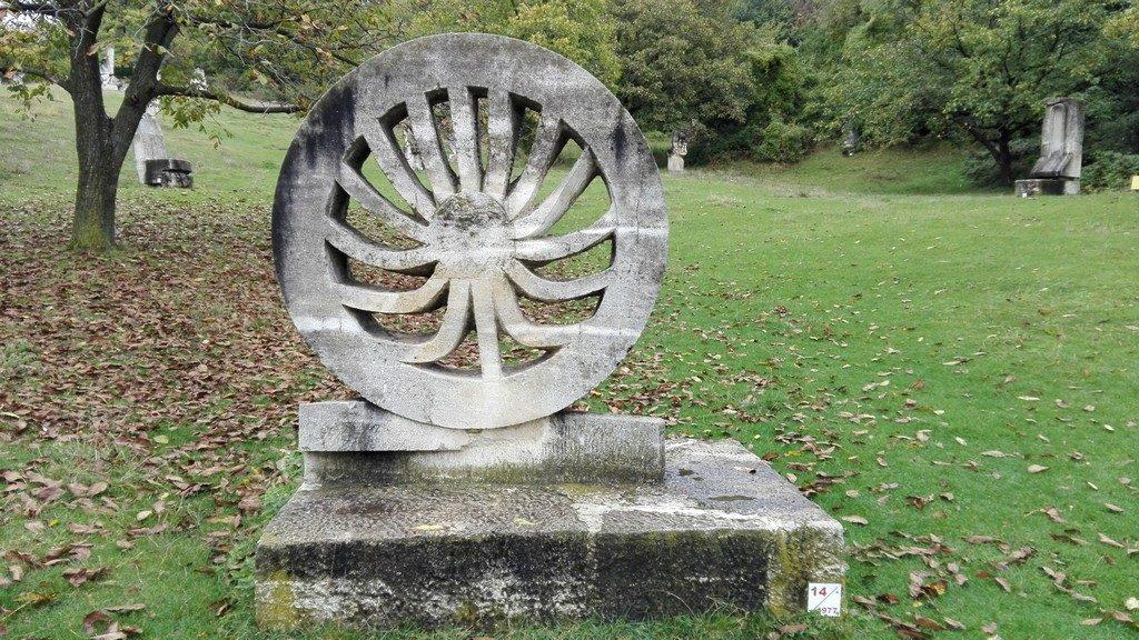 Tabara de sculptura de la Magura, Obiective turistice in judetul Buzau, de weekend, natura