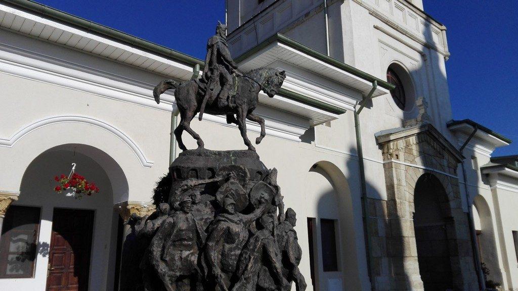 Manastirea Dealu, Targoviste, monumentul lui Mihai Viteazul