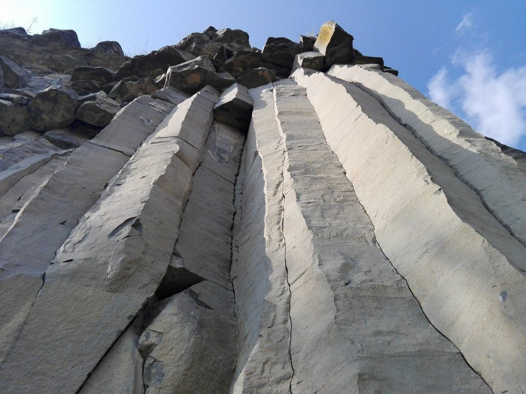 Coloanele de bazalt de la Racos , obiective turistice Brasov, Romania