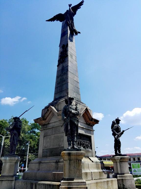 Monumentul eroilor gara de sud, obiective turistice Ploiesti, Romania