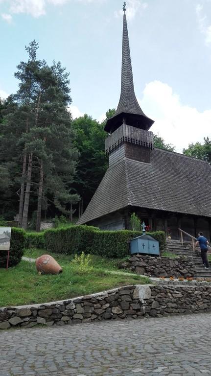 Manastirea de lemn, Mausoleul lui Octavian Goga Ciucea, Edy Emre, obiective turistice Transilvania, Romania, concediu, infoturism