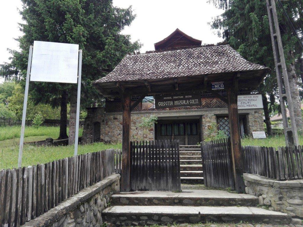 Muzeul Chihlimbarului, obiective turistice Buzau, Romania,infoturism