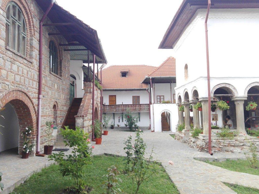Manstirea Saracinesti, obiective turistice din Ramnicu Valcea, Baile Olanesti, Romania