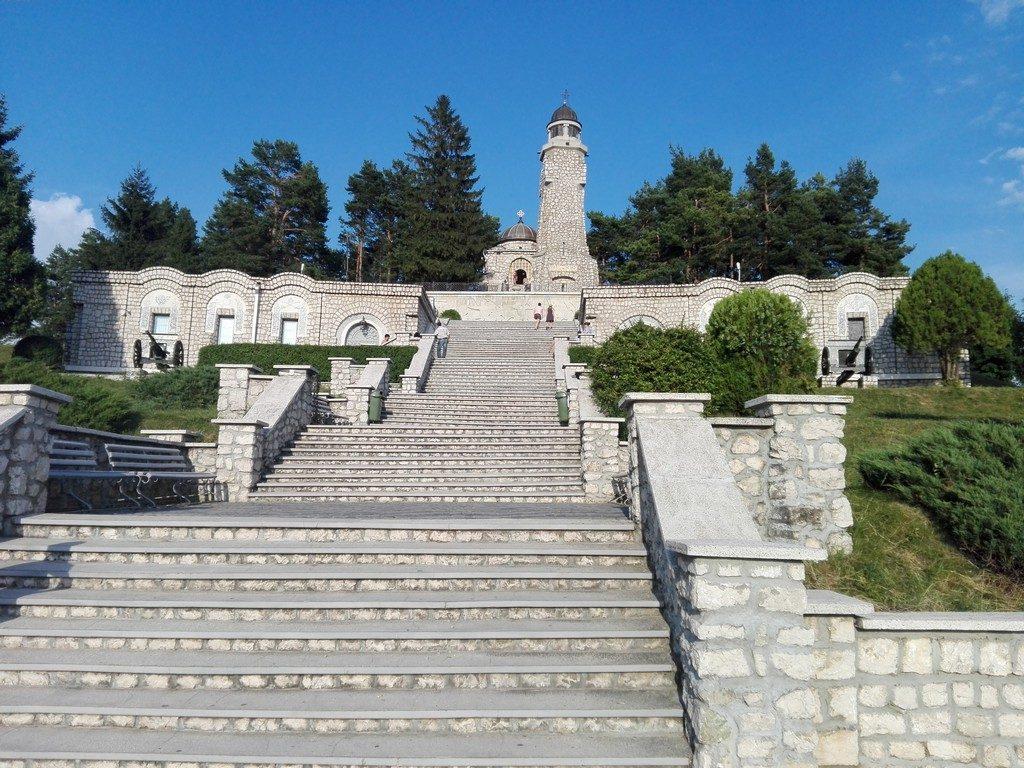 Mausoleul de la Mateias, Valea Mare Pravat, obiective turistice Campulung, Romania