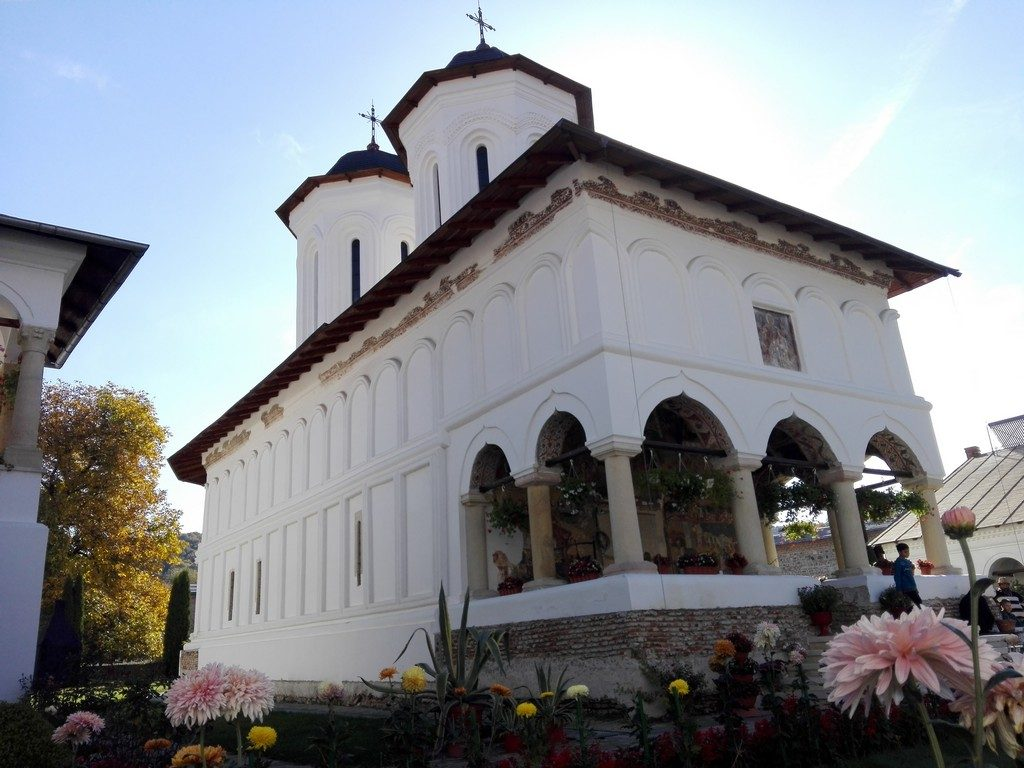 Manastirea Aninoasa, obiective turistice pe langa Campulung, Romania