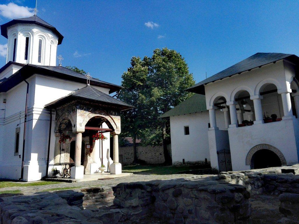 Schitul Fedelesoiu, obiective turistice Valcea, Romania, infoturism