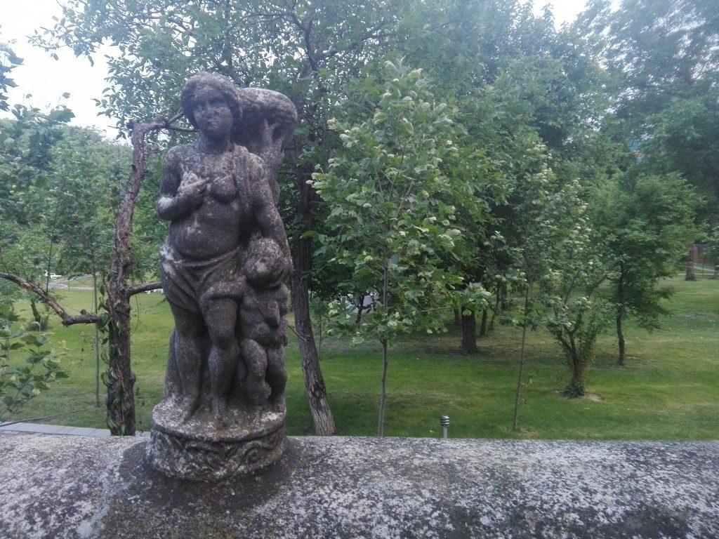 MUZEUL DE ARTA APUSEANA DUMITRU FURNICA MINOVICI, obiective turistice Bucuresti, Romania