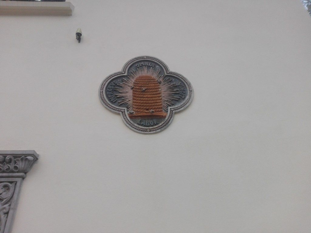 """LABOR OMNIA VINCIT IMPROBUS ceea ce inseamna """"MUNCA STARUITOARE INVINGE TOTUL"""", Muzeul de arta populara Nicolae Minovici, obiective turistice Bucuresti, Romania"""
