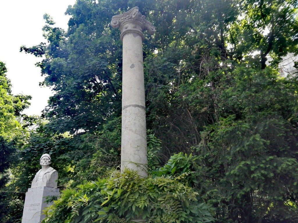 Parcul Cismigiu, obiective turistice Bucuresti, Romania, IL Caragiale sculptat de Oscar Spathe