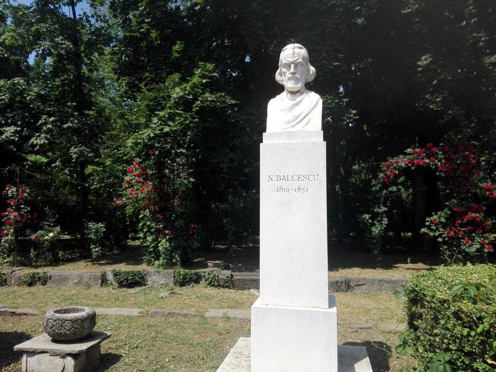 Balcescu sculptat de Constantin Baraschi, Parcul Cismigiu, obiective turistice Bucuresti, Romania