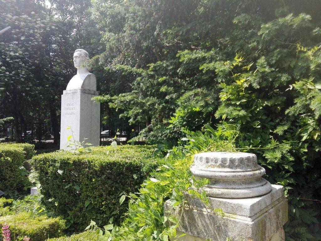 Mihai Eminescu, realizat de sculptorul Ion Jalea,, Parcul Cismigiu, obiective turistice Bucuresti, Romania