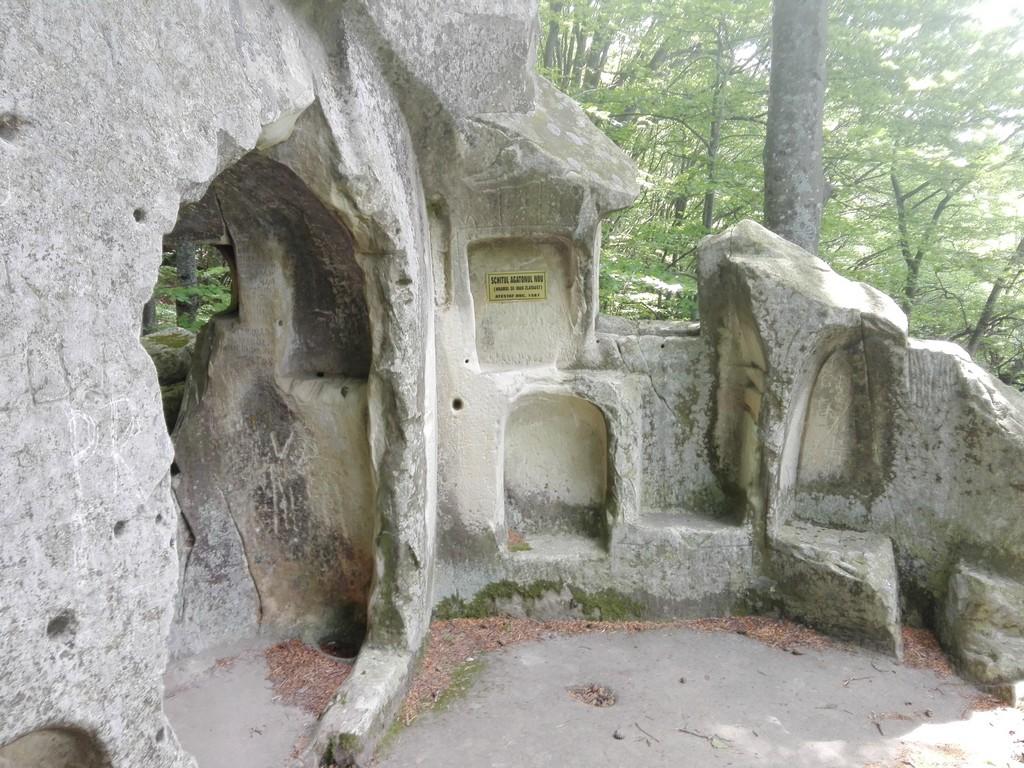 schiturile rupestre de la Bozioru, chilia lui Dionisie Torcatorul, Bisericuta lui Iosif, Agatonul nou si vechi, obiective turistice Buzau, Romania