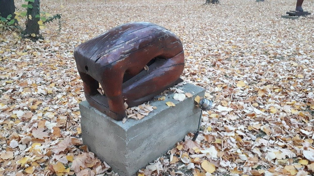 Parcul Central Pucioasa, obiective turistice Dambovita, Romania, sculpturi in lemn