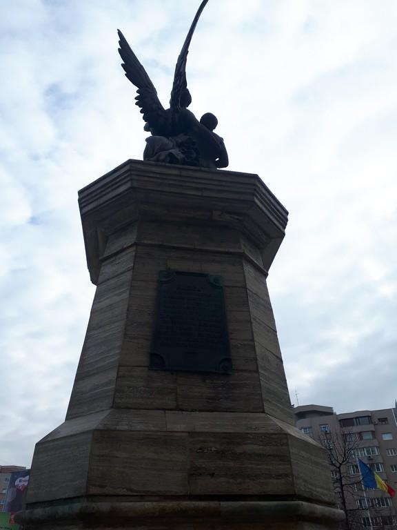 Dealul Spirii, statuia eroilor pompieri, Hotel Mariott, obiective istorice Romania