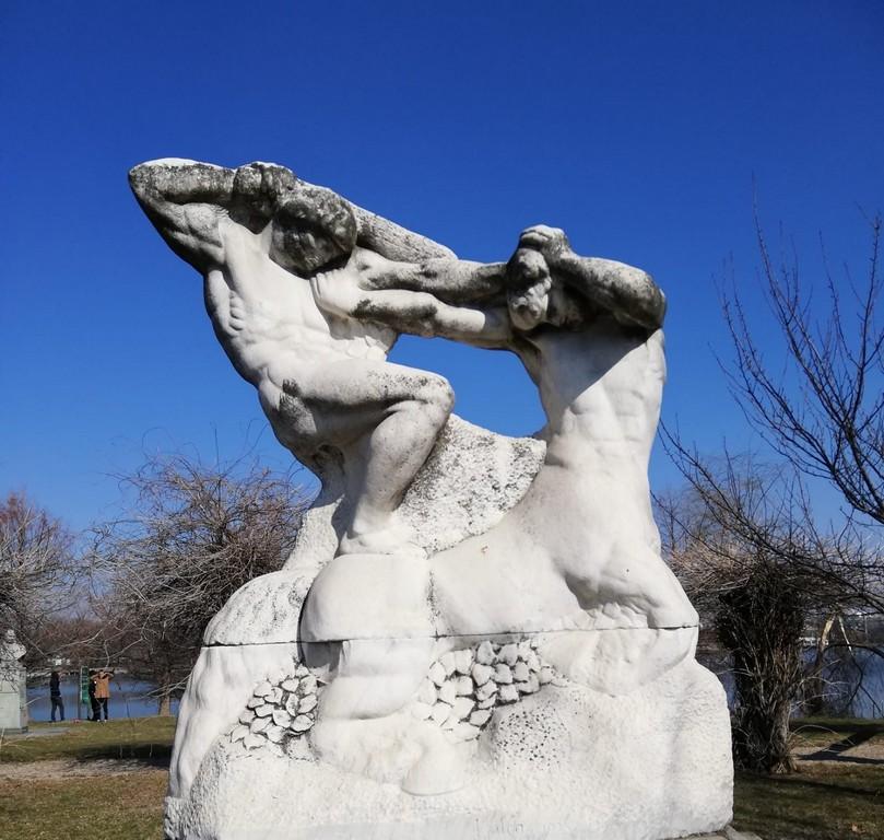 Ion Jalea, sculptura Herastrau, Hercule doborand centaurul