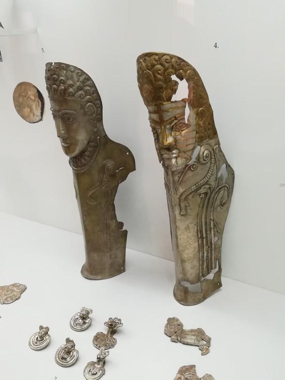 Tezaurul si coiful de la Agighiol, Muzeul de Istorie si Arheologie Tulcea, obiective turistice Romania, Dealul Monumentului