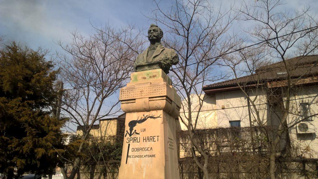 statuia lui spiru Haret, muzeu Tulcea, obiective turistice Romania, arhitectura, arta, pictura, acvariu