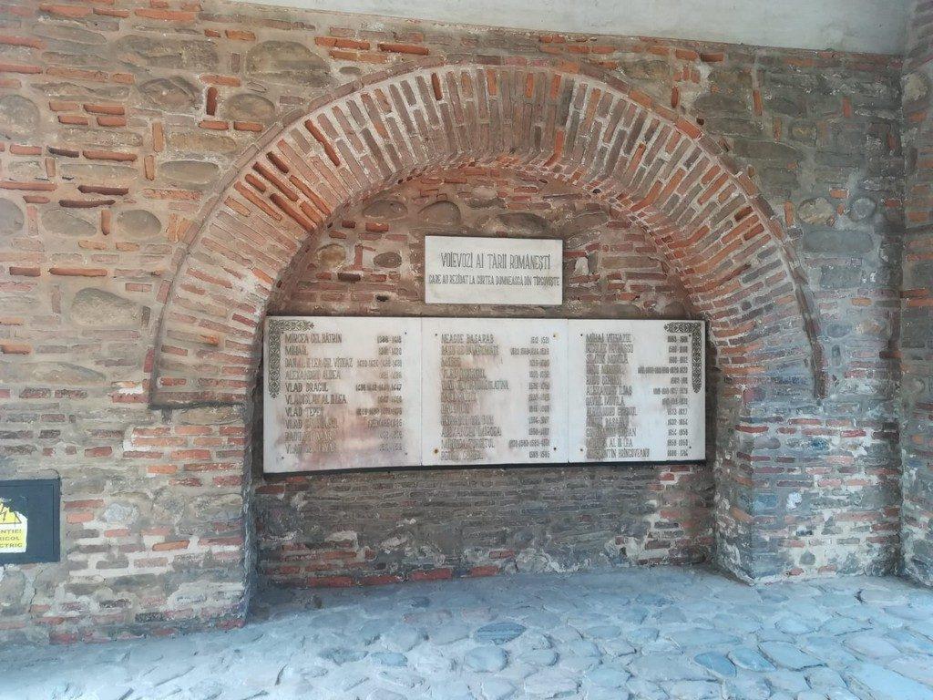 Curtea Domneasca Targoviste, Turnul Chindiei, obiective turistice si muzee Dambovita (3)