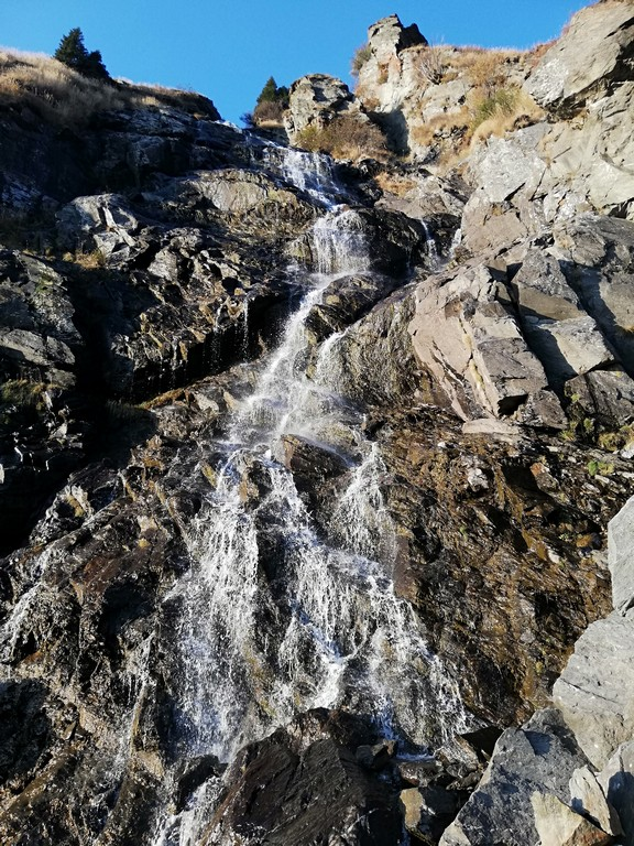 Cascada-Capra-Transfagarasan-obiective-turistice-Romania-Arges-trasee-cu-copii