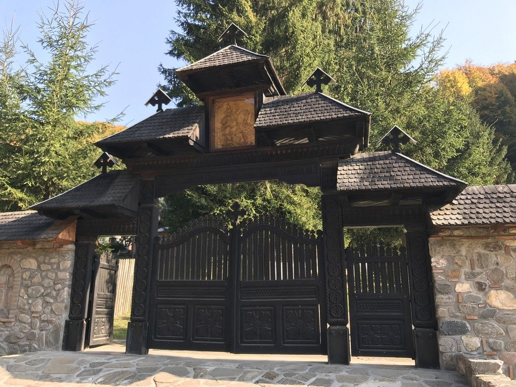 monument-istoric-arhitectura-Manastirea-Robaia-Parvu-Mutu-obiective-turistice-Romania