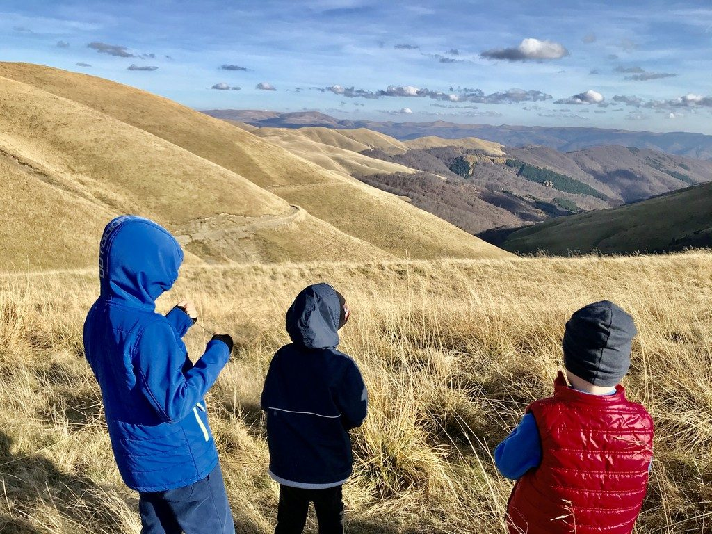 Drumetie cu copiii in Muntii Baiului, varful Baiutu, Sinaia, Busteni, Azuga telegondola, Piscu cainelui, cu bicicleta, Culmea Zamora,