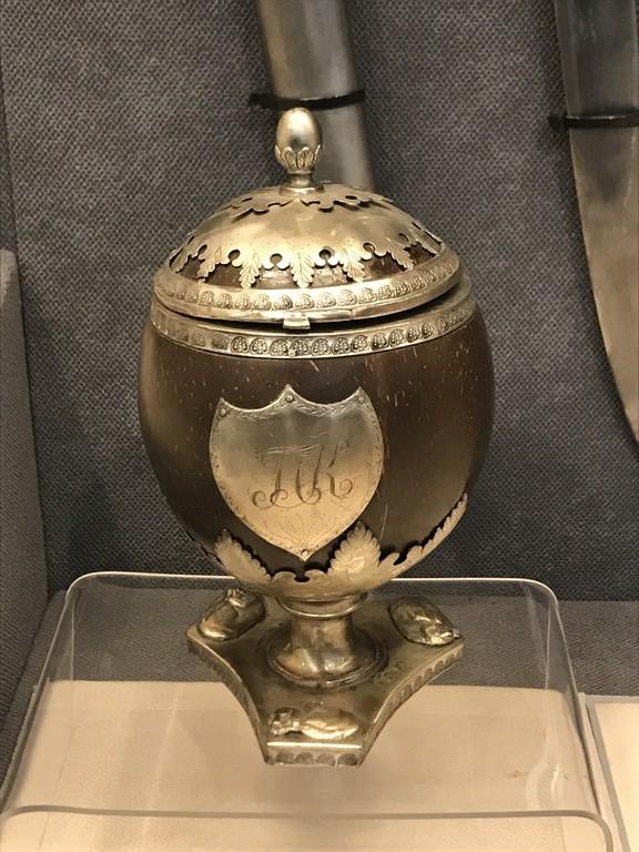 Ou decorativ Pavel Kiseleff, obiective turistice Bucuresti, Romania, Muzeul Militar Regele Ferdinand (180)