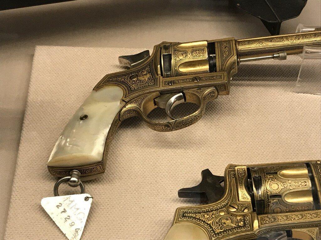 revolver apartinand lui Carol I, si I. I. C Bratianu, obiective turistice Bucuresti, Romania, Muzeul Militar Regele Ferdinand