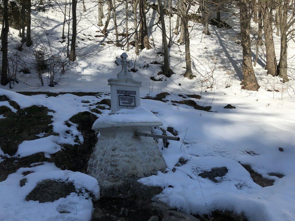 traseu iarna Cabana Curmatura, Piatra Craiului, Zarnesti, munte, obietive turistice Romania, Fantana lui Botorog