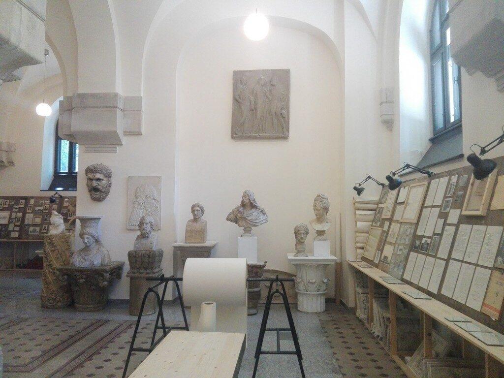 Muzeul Facultatii de Arheologie Ion Mincu, Bucuresti, obiective turistice Romania