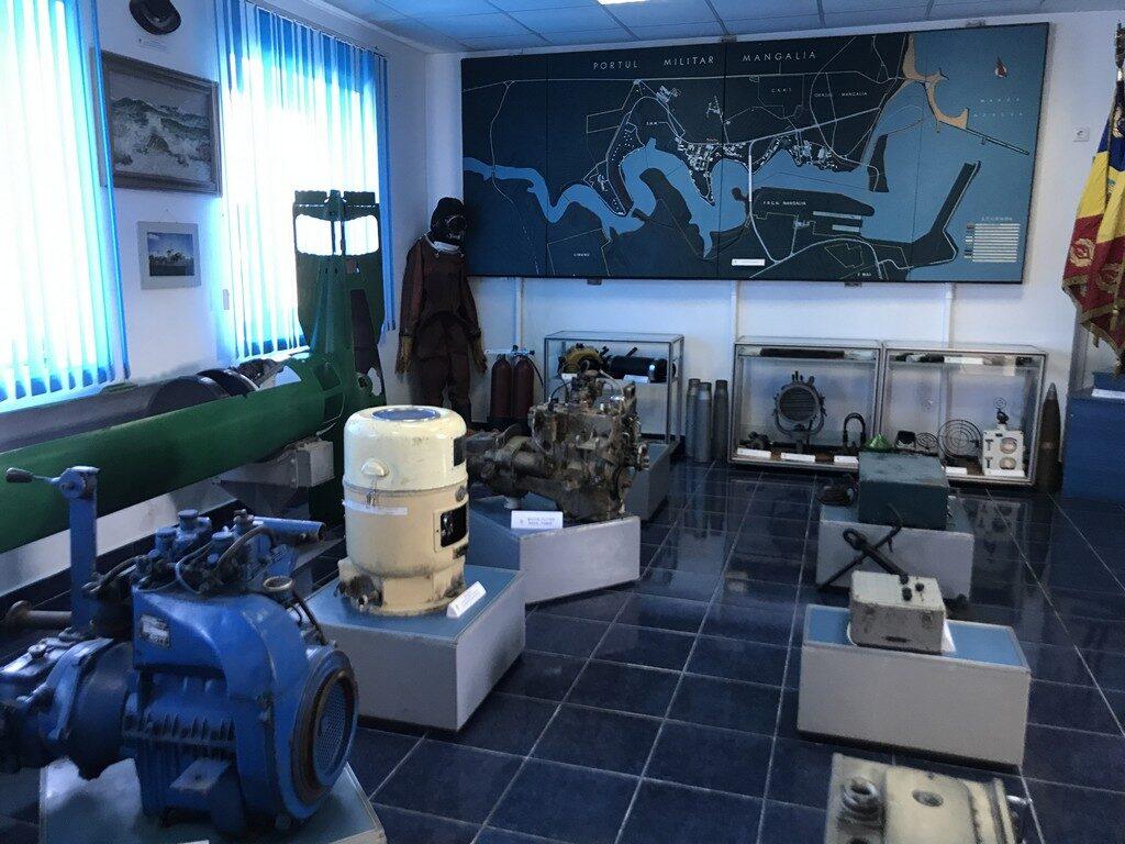 Muzeul Marinei Mangalia, obiective turistice Constanta, torpile, submarinul Delfinul